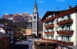Cortina d'Ampezzo (a 65 Km)