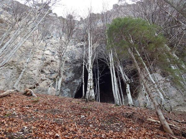La grotta dei briganti a Forni di Sotto
